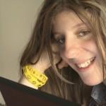 Карли Флейшман, 17 лет: «Аутизм запер меня в теле, которое я не могу контролировать»