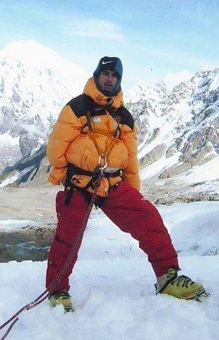 Альпинист покорил Эверест без помощи рук