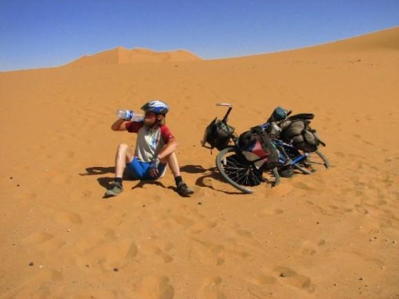 Чешский велосипедист отправился на из Чехии в Узбекистан