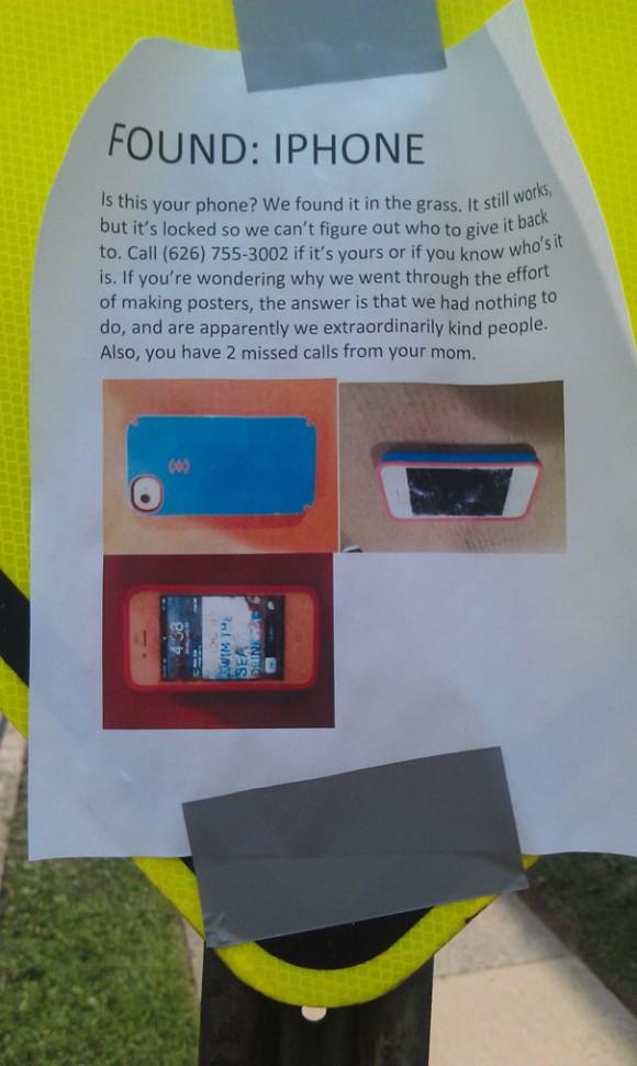 Кто-то нашел iPhone в траве и расклеил объявления по всему району. Владельца нашли.