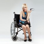 Девушка с церебральным параличом смогла стать фотомоделью. Что же ставит на ноги – медицина или всё-таки мечта?