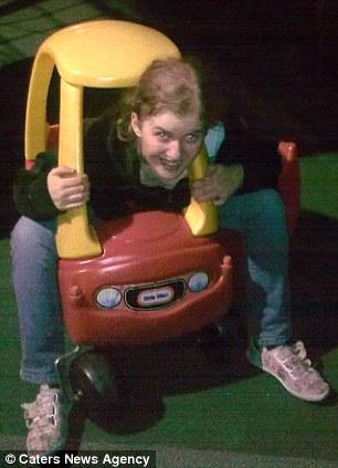 Девушка встала на ноги благодаря игрушечной машинке