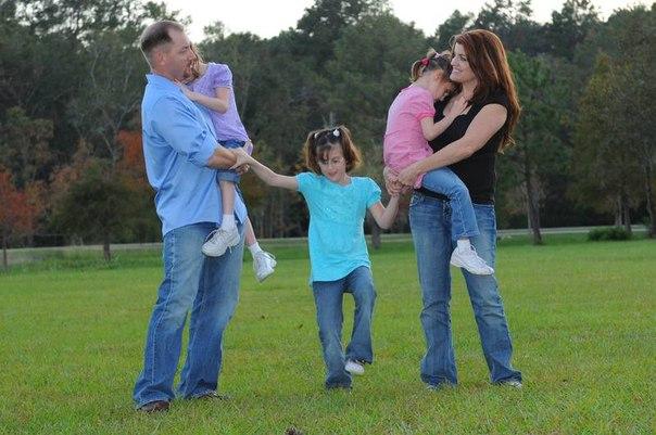 Зои, Софи и Эмма Хукер: Удивительный мир необычных тройняшек