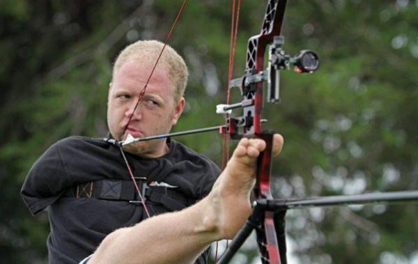 Мэтт Стуцмен установил рекорд по стрельбе из лука