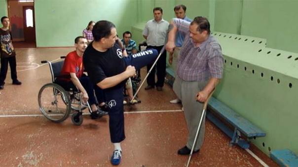 В Челябинске люди с ограниченными возможностями осваивают боевые искусства