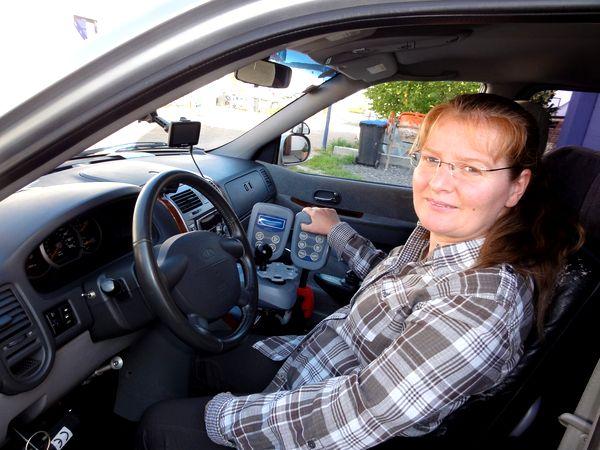 Но Нелли живет в Германии, поэтому каждое утро садится за руль переданного ей социальными службами автомобиля, чтобы добраться до офиса