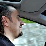 Путь колясочника к водительскому удостоверению лежит через полосу препятствий. Как Сергей Дроздовский стал человеком с безграничной мобильностью