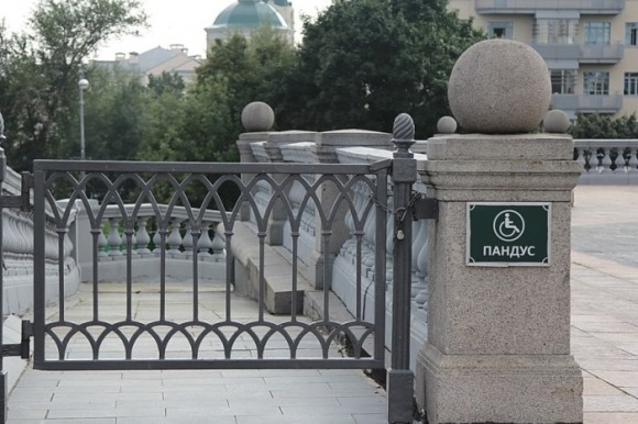 Зона отчуждения: Москва закрыта для инвалидов-колясочников и мам с колясками