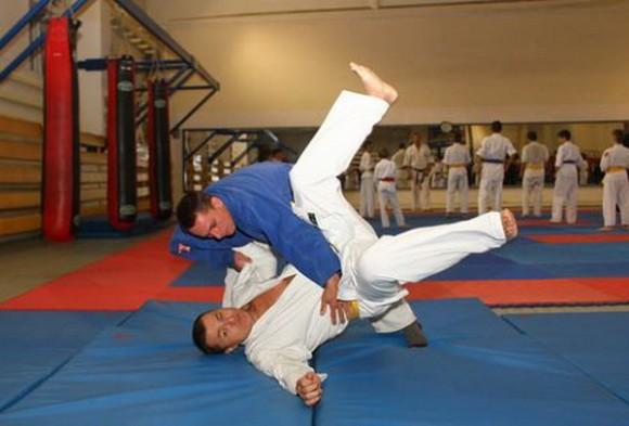 Тренер без ног преподаёт дзюдо