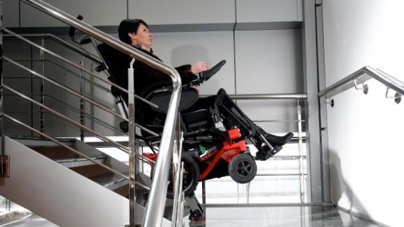Коляски Observer позволяют самостоятельно спуститься по лестнице