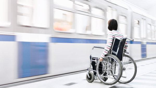 Специальная служба поможет инвалидам передвигаться в метро Москвы