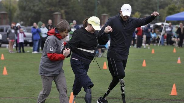Жертвы взрывов во время Бостонского марафона заново учатся бегать