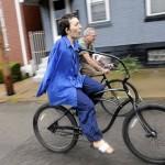 Майкл Тримбл: Парень без рук научился кататься на велосипеде