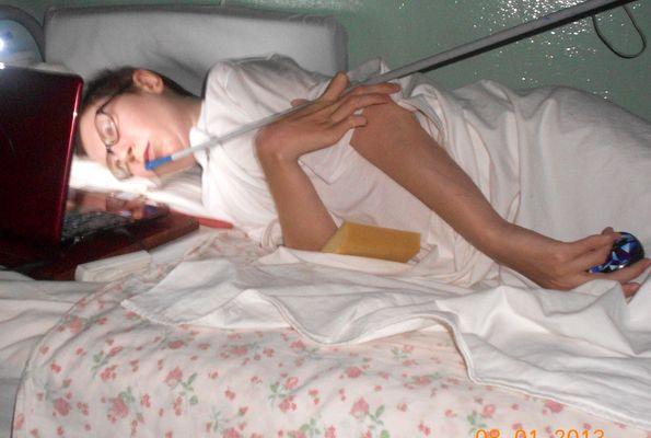 Девушка с каменеющим телом из России — о том, почему она счастлива