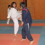 Спортсменка без рук помогает развивать боевые искусства
