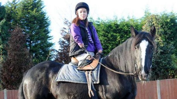 Элли Бишоп занимается конным спортом и хочет участвовать в Паралимпийских играх