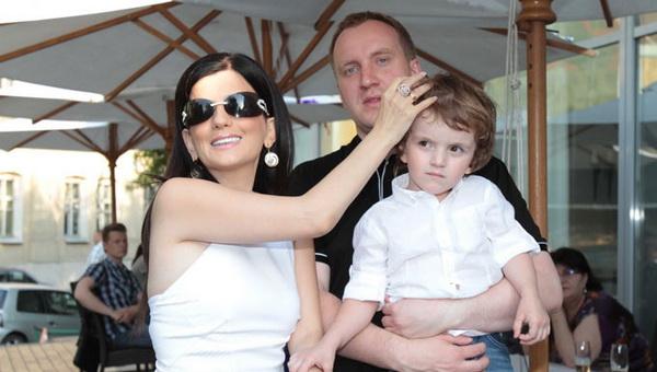 Диана Гурцкая осталась без визы в США из-за тёмных очков