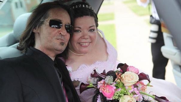 Первая пересадка лица три года спустя: Женат и счастлив