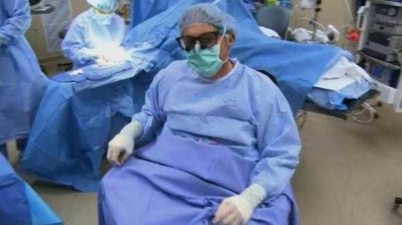paralizovannyj-xirurg-nashel-sposob-vernutsya-na-rabotu_44285_0