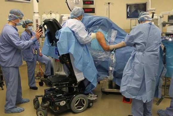paralizovannyj-xirurg-nashel-sposob-vernutsya-na-rabotu_44285_5