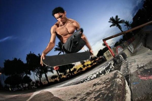 Бразилец без ног показывает немыслимые трюки на скейте