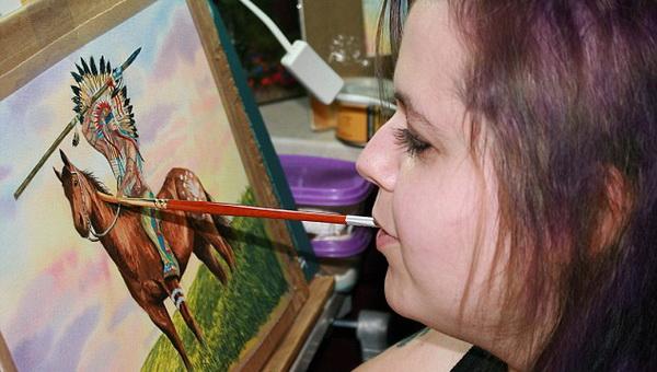 Художница Линн Бэтэм создает шедевры