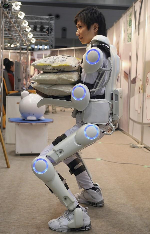 Робот-костюм HAL ©Keijiro Yamamoto/Kanagawa Institute of Technology