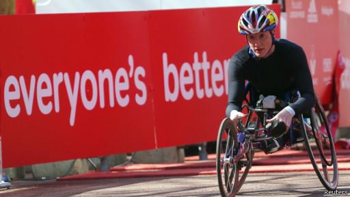 На летней Паралимпиаде в Лондоне Макфадден завоевала три золотые медали в заездах на колясках