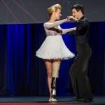 Танцовщица без ноги вернулась на танцпол на уникальном протезе