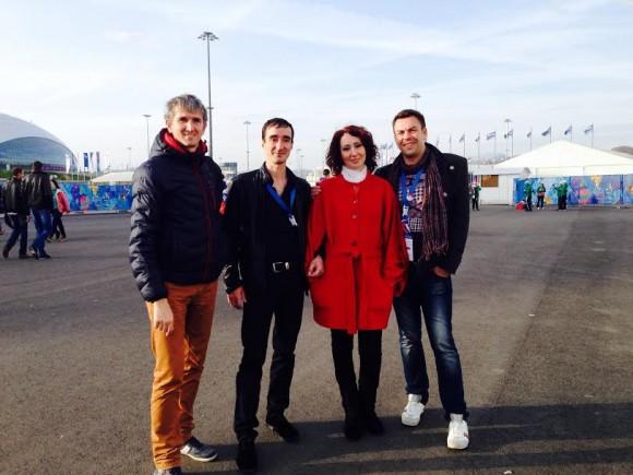 Андрей и Алексей - по краям, Виктор и Оксана - в центре