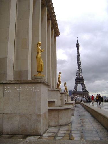 """Подпись: «Засмотренно до дыр», Трокадеро, Париж, 2006 (""""Vu et revu"""" - Trocadéro - Paris - 2006 )"""