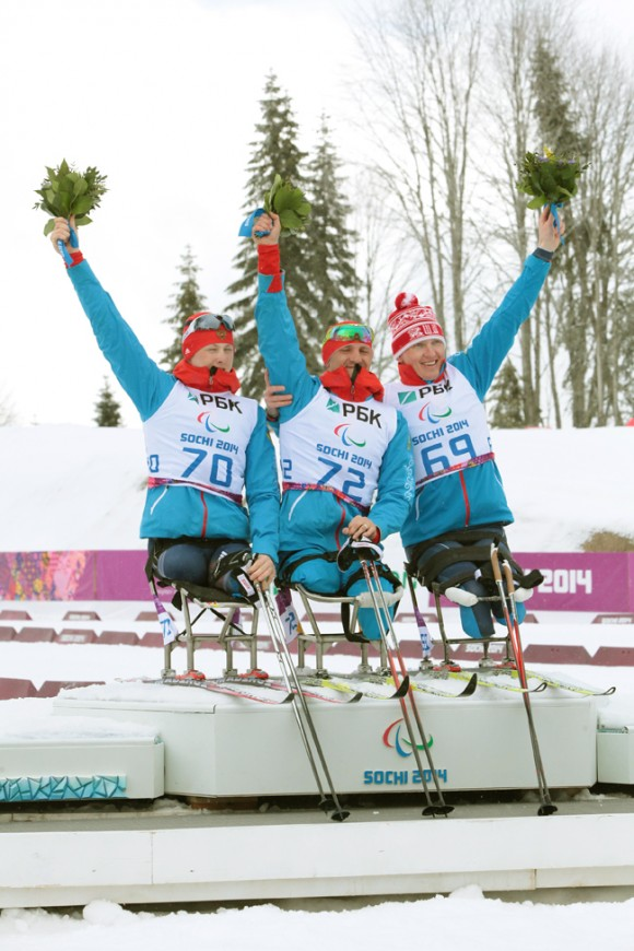 Триумфаторы гонки на 12,5 км сидя. Роман Петушков, Алексей Быченок (справа) и Григорий Мурыгин (слева) заняли весь пьедестал почета
