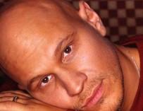 Известный кантри-певец, сумевший победить рак, скончался в США