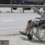 Эксперимент. Сколько времени нужно инвалиду-колясочнику, чтобы остановить попутную машину?