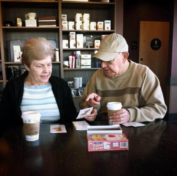 6337610-R3L8T8D-650-Elderly-Couple-Reading
