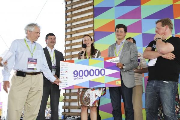 Главный приз Startup Village получила Екатерина Березий, основатель и CEO проекта ExoAtlet. Фото: SkReview