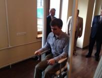 На новгородском заводе собрали уникальное инвалидное кресло