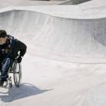 В Москве экстремалы-колясочники протестировали уникальный спорткомплекс