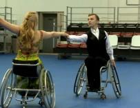 Танцы на колясках: Как не потерять вкус к жизни, если тебя испытывают на прочность
