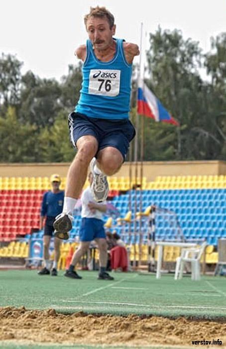 Владимир Рябоконь на городском фестивале спорта среди людей с ограниченными возможностями здоровья. 2010 г. Фото из архива редакции