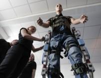Для испытания экзоскелета набирают инвалидов-добровольцев