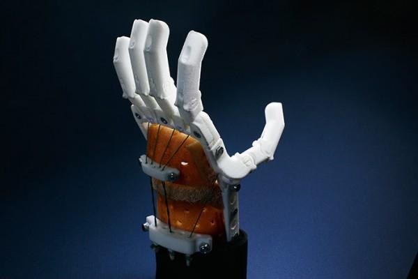 Стоимость базовой версии механического протеза -- от 15 000 рублей / фото Марии Савельевой для Forbes