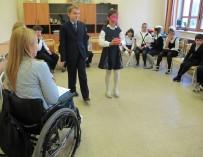 Цикл занятий по пониманию инвалидности стартовал в школах Москвы