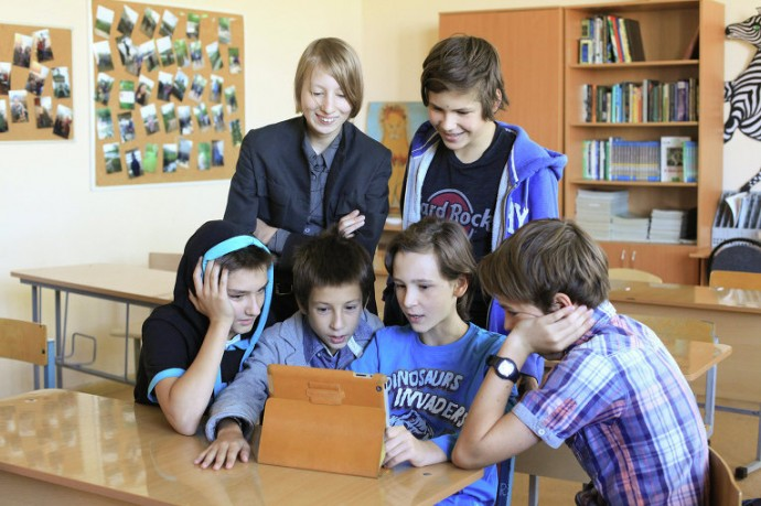 © Фото: Мария Алексеева Лиза в школе с одноклассниками