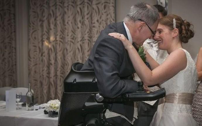 1411630397_paralyzed_dad_wedding_02