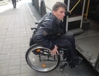 Семь прыжков с автобуса в инвалидной коляске