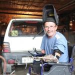 Автомобилист без ног и рук, доказывает свое право садиться за руль