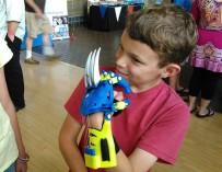 Уникальные детские протезы в виде рук супергероев изготавливаются с помощью 3D-принтера