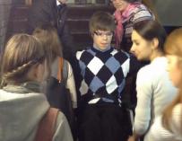 В МГЛУ студента-инвалида на лекции в течение двух месяцев носили сокурсницы