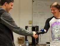 Бристольские инженеры разработали 3D печатную бионическую руку, которая «одевается как перчатка»